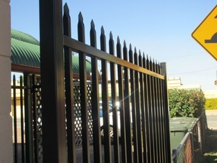 Curved Picket Fencing/ Square Pipe Fencing Wall supplier