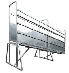 Adjustable Galvanized Cattle Chute Loading Ramp supplier