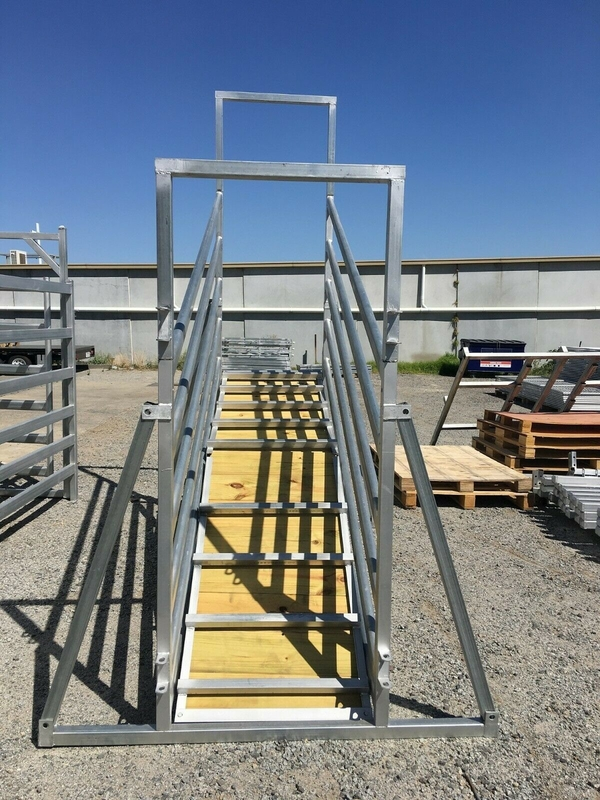 Adjustable Galvanized Cattle Chute Loading Ramp  HDG Adjustable 6 Rail Cattle Panels Loading Ramp 2.4h x 3.6L Slide Gate
