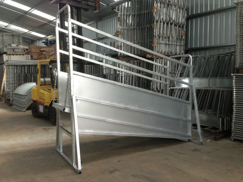 Galvanized mobile cattle loading ramp