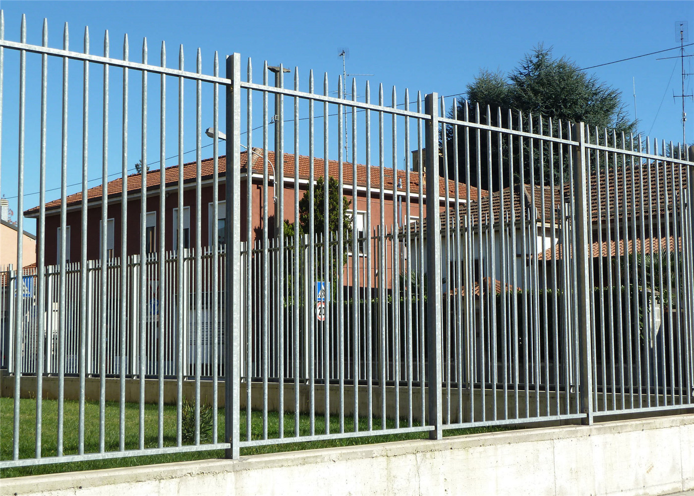 Hot Sale Garrison Fence Factory Iso 9001 Certificate