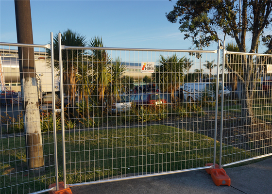 China Australian as 4687-2007 Standard Temporary Fence 42 microns HDG fence panels 210cm*240cm distributor