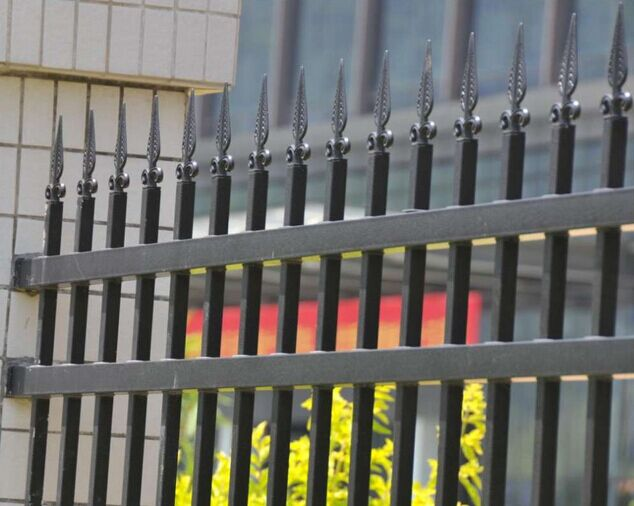 China Directly Factory Powder Coated Steel Garden Fence