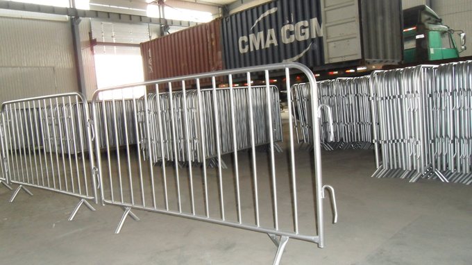 Crowd Control Barriers Removable Available Powder Painted, Hot Dipped Galvanized, Pre-Galvanized OD 32mm outer frame tub