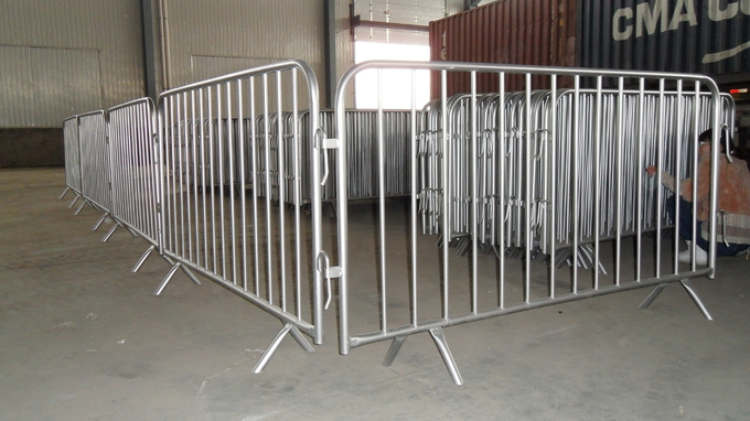 Hot Dipped Glavanized Steel Crowd Control Fence Size 1100mm x 2200mm Available Customized For You