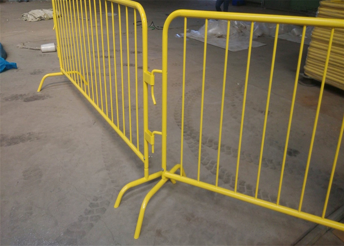 Powder Crowd Control Barriers 1090mm x 2500mm Width Spacing 100mm Upright 16mm Tube Outer Frame 35mm wall thick 1.00mm