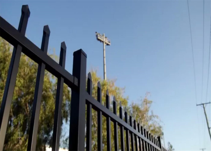 Flat Top Design Garrison Fencing Panels For Sydney AS/NZS standard 2.1m x 2.4m height rail 45mm x25mm